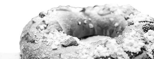 El Día de Reyes ya está aquí y por eso pastelerías como La Canela de Vila viven uno de los días de más trabajo del año. Calculan que venderán unos 2.000 roscones entre el día de ayer y el domingo, último día en el que estarán disponibles hasta el próximo año.