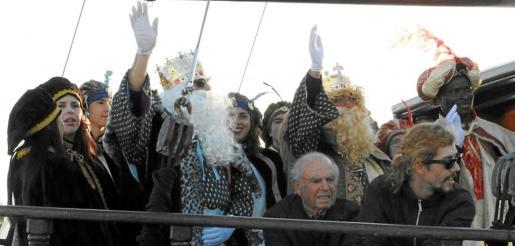 Los tres Reyes Magos, muy contentos ayer a su llegada a Formentera. Fotos: FORMENTERA AVUI