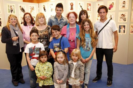Todos los ganadores del concurso junto a Lina Adrover, Fina Costa y Esther Calvo.