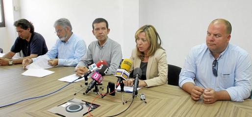 Los portavoces de los partidos presentes en la comisión de investigación anunciando sus conclusiones a la prensa.