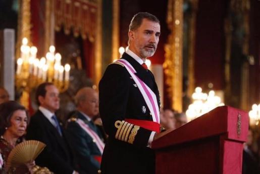 Felipe VI pronunciando su discurso en el salón del trono del Palacio Real durante la celebración de la Pascua Militar.