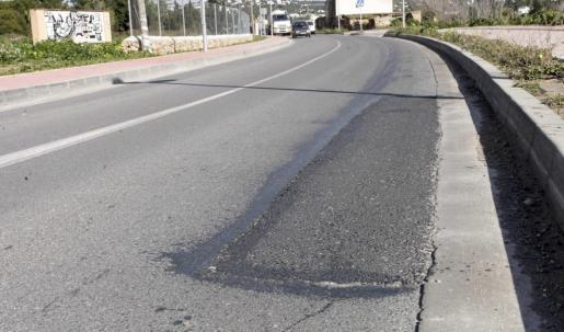 La carretera de Jesús ha tenido que ser retocada en varias ocasiones para arreglar una obra defectuosa.
