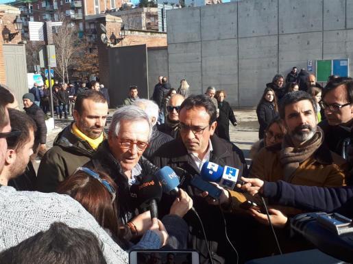 El exalcalde de Barcelona, Xavier Trias y el diputado de JuntsxCat, Josep Rull en declaraciones a los medios.