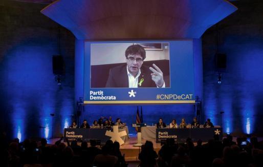 Carles Puigdemont interviene durante el consell nacional del partido en plena polémica por su investidura a distancia.