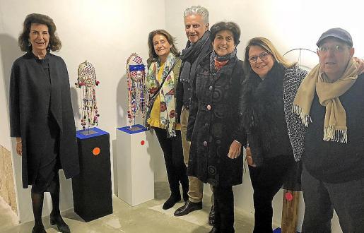Carmen Planas, María José, Andrés y Silvia Planas, la galerista Marisa Aldeguer y Fernando Tolosa.