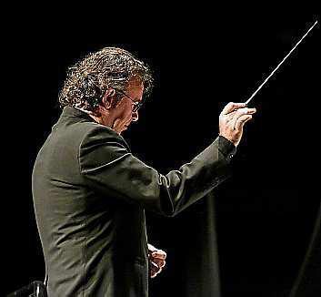 El director, Adolfo Villalonga.