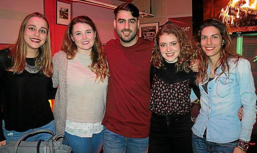 Andrea Enseñat, Àgueda Balaguer, Juanjo Monserrat, Rocío Ortuño y Marta Pou.