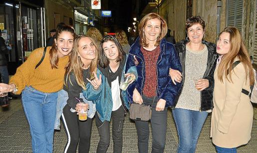 María Lago, Eloísa Moreno, Olivia Ginard, Francisca Bennàssar, Cristina Bennàssar y Magdalena Serra.