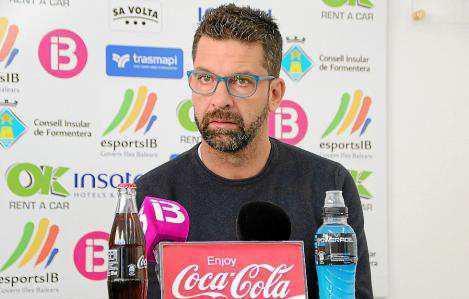 Tito García Sanjuán, ex técnico del Formentera, el día de su despedida del club rojinegro.
