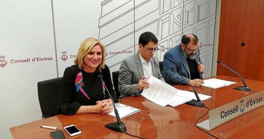 Imagen del encuentro que se produjo ayer en la sede del Consell d'Eivissa.