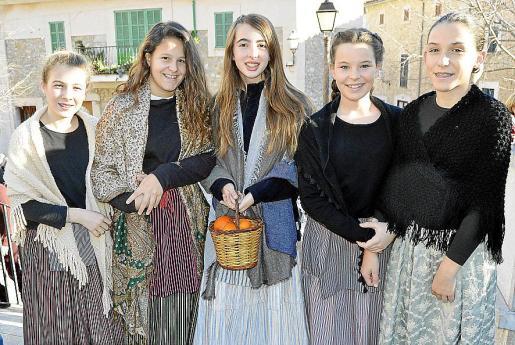 Antònia Fuster, Maria Mora, Catalina Morro, Alba Company y Joana Aina Aloy.
