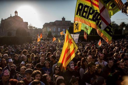 Manifestantes independentistas en las cercanías del Parlament.