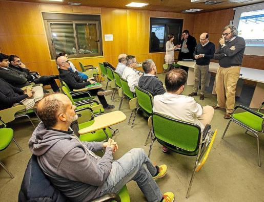 Imagen de la asamblea de médicos que se celebró este martes en Can Misses.