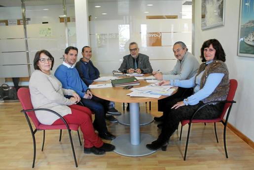 Catalina Verdera, Joan Francesc Servera, Javier Olivares, Carles Manera, Josep Valero y Montserrat Puyol -Ferran Navinès y Salvador Clarí no aparecen en la imagen-.