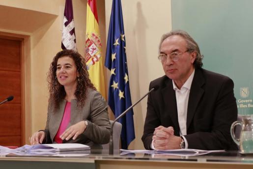 Pilar Costa y Martí March, durante la rueda de prensa.
