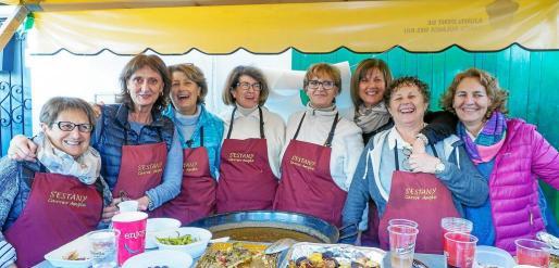 Nieves, Fina, Mari Carmen, Rosa, Juana, Gero, Toñi, Mamen y Lina, de S'Estany carrer Ample reeditaron el éxito logrado en la primera edición.