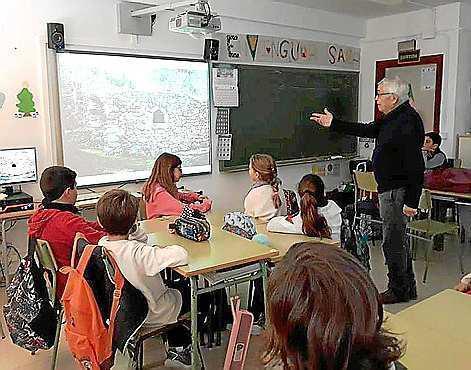 Pep 'Reiala' volvió a acudir al colegio de Santa Eulària para explicar las tradiciones ibicencas.