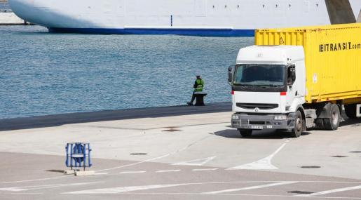EIVISSA. HUELGAS. Mínima incidencia en el puerto de Ibiza en la segunda jornada de huelga de estibadores.
