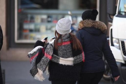 Las temperaturas bajan este lunes en casi toda España, y 21 provincias seguirán en aviso por nevadas, frío y oleaje.