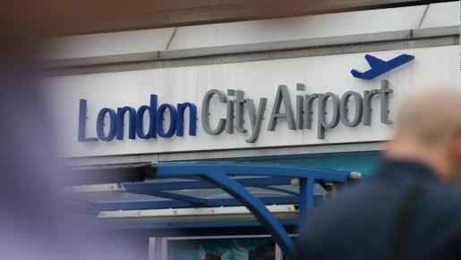 Cerrado el Aeropuerto de la Ciudad de Londres tras el hallazgo de una bomba de la II Guerra Mundial.
