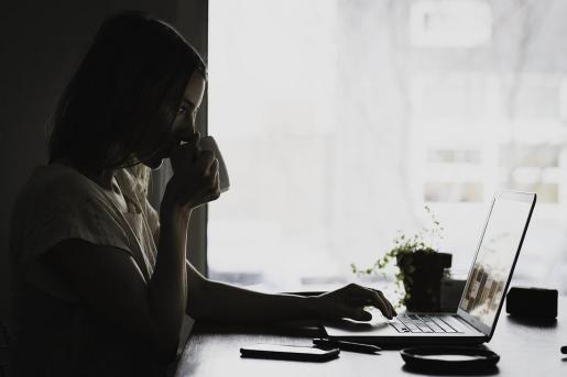 El estudio de los técnicos de Hacienda muestra que hay más mujeres que hombres que no llegan a los 1.000 euros al mes y casi 3,2 millones de trabajadoras no llegan al salario mínimo.