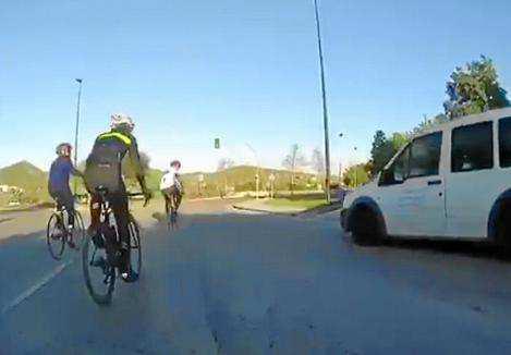 Imagen del vídeo denuncia captado por el grupo de ciclistas.