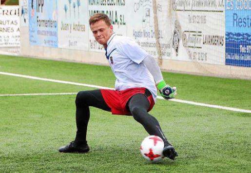 Henrik Lindhard, en acción durante la sesión de entrenamiento de ayer en Sant Francesc.