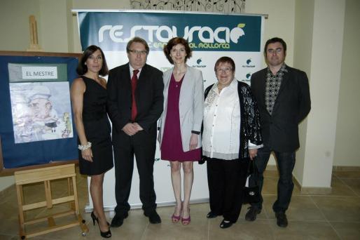 Pilar Carbonell, Francisco Martínez; la consellera d' Economia del Consell, Bel Oliver; Margalida Mulet y Pere Colí.