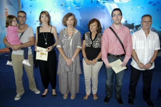 Los premios «Andrés Mateu» y parte de la junta directiva: Marc Tomàs y la pequeña Aina, Toñi Ballesteros, Rosa Mª Hernández, Joana Mateu, Jose Fernández y Julio Mateu.