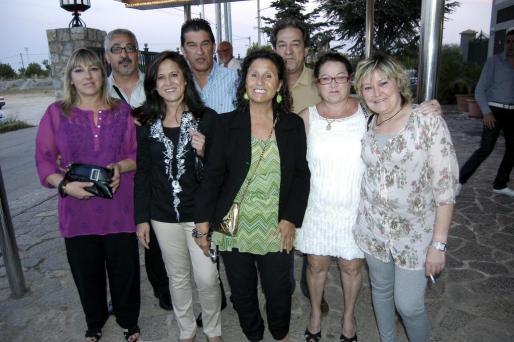 Antonia Font, Pedro Muñoz, Juana Muñoz, Miguel Angel Gómez, Loli Muñoz, Mariano Pellicer, Magadalena Ramírez e Inés Pastor.
