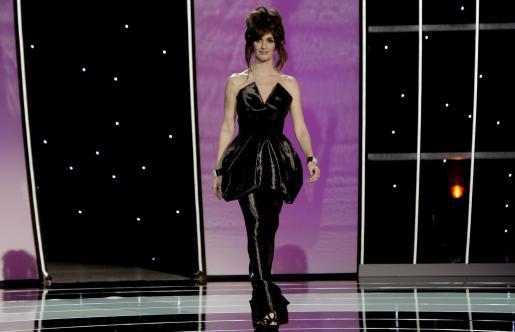 La actriz Paz Vega lució un original vestido de Hannibal Laguna.