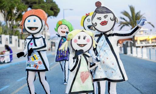 Estos disfraces del grupo Dibujitos les hicieron acreedores de la victoria en la categoría Carroza Joven.