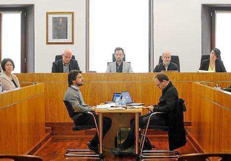 Imagen de archivo de un pleno del Ayuntamiento de Eivissa.