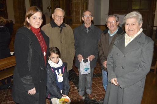 Merçé Racecas con la pequeña Bel, Joan Perelló, Rafel Estrany, Jaume Estrany y Antònia Estrany.