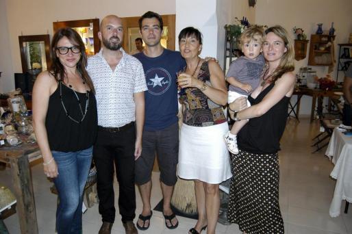 Antonia Janer, Julià Bonet, Joan Ramis, Tona Beltràn, Inés Alemany y el pequeño Marc Jofrà.