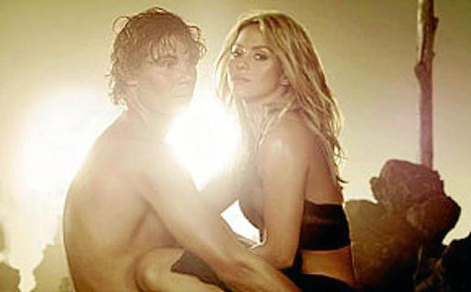 El tenista mallorquín, muy acaramelado con Shakira en el video.