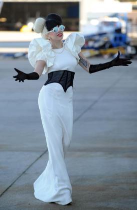 Fotografía de archivo del pasado 9 de julio de 2011, muestra a la cantante estadounidense Lady Gaga a su llegada al aeropuerto de Sidney (Australia).