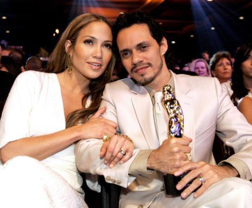 Fotografía de archivo del 13 de febrero de 2001 en donde aparecen la cantante Jennifer López y Marc Anthony.