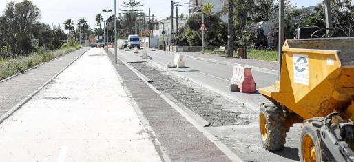 Durante la jornada de ayer se estuvo hormigonando y hoy está previsto que se proceda al asfaltado.