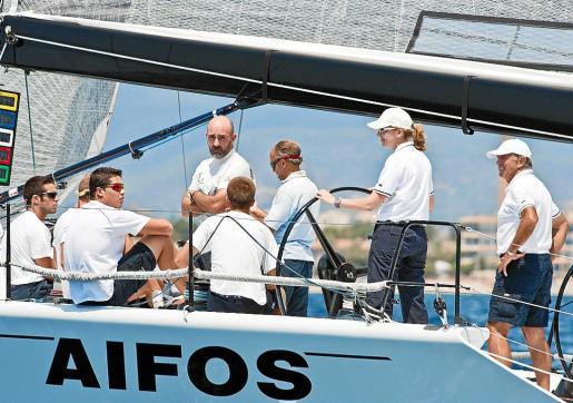 SaR la Infanta Cristina a bordo del AIFOS.