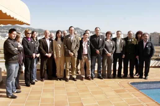 El alcalde de Marratxí congrega a buena parte de alcaldes y dirigentes del PP en un acto en Eivissa para presentar su candidatura a presidir el partido en Balears. Por la noche, celebro una cena multitudinaria con afiliados.