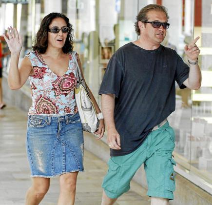 Isabel Gemio y Xavier Bennàssar, paseando ayer por Palma