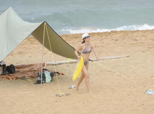 Aitana Sánchez-Gijón, en la playa.
