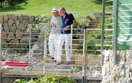 Murdoch con Robert Thomson uno de sus hombres de confianza