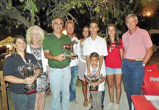 Silvia Parera, Lidia Pérez, Bartomeu Mayol, Sean Fitzsimons, Marta Parets, el campeón Tolo Mayol con sus hermanos Carlos e Irene y Jorge Cañellas.