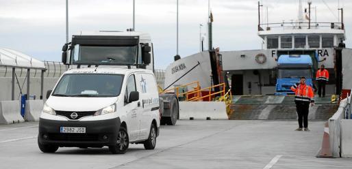 Los vehículos que quieran entrar en Formentera por el puerto de la Savina necesitarán una tarjeta de circulación que emitirá el Consell de Formentera.