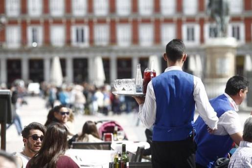 Casi la mitad de los trabajadores con contratos formativos ocupan puestos de camareros y peones
