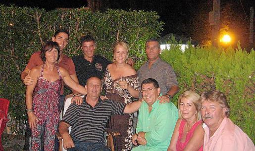 Maria Miró, Dani Ruiz Jr., Salva Miró, Xisca Sbert, Dani Ruiz. Sentados: Felio Morey, Joan Vich, Belén Fernández y Tony Godoy.
