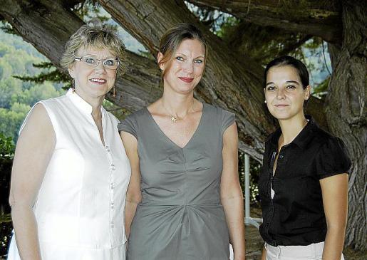 Judy Wyatt, Ilka Karl y Sara Carril, organizadoras del evento.
