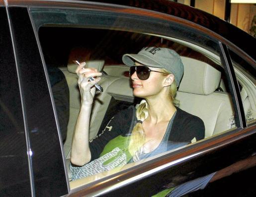 Paris Hilton llegó a primera hora de ayer noche a Palma, en jet privado junto al Dj Afrojack que pinchó esta madrugada en la macrodiscoteca de Magaluf BCM.